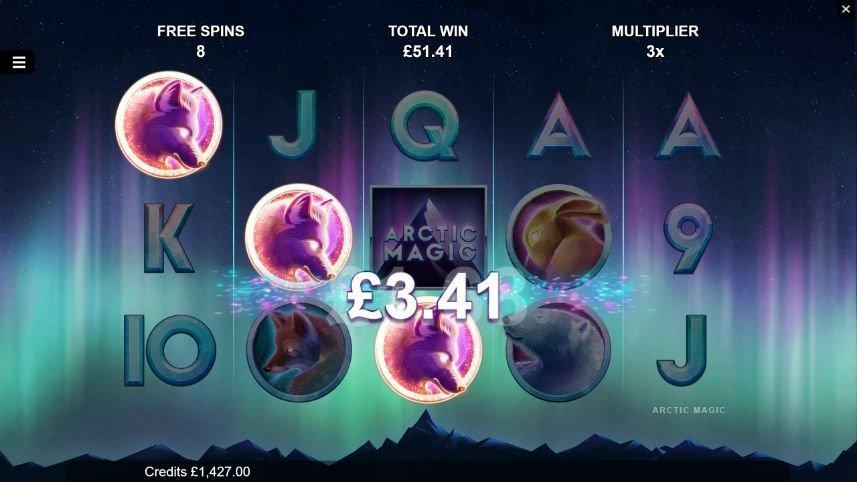 Freespins i Arctic Magic. Vi ser tre rosa markerade symboler och en vinst på 3,41 euro.