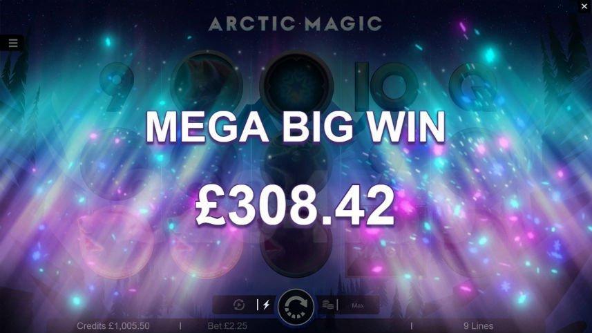 "Stor vinst i Arctic Magic. Vi ser texten ""Mega big win 308,42"". I bakgrunden ser vi norrsken."