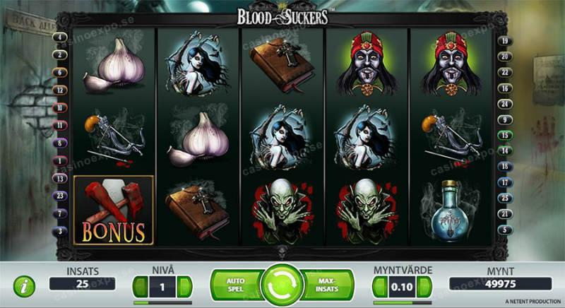Grundspelet i Blood Suckers. Vi ser klassiska vampyrsymboler som föreställer Drakula, En kvinnlig vampyr, en zombieliknande vampyr, ett armborst, en bok, vitlök, blodig hammare och klubba och någon form av flaska med blå vätska. Nedanför ser vi spelarkontrollerna med reglage för insats, startknapp, aurospel, maxinsats och saldo.
