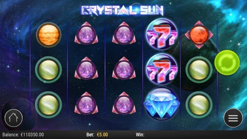Bild från casinospelet Crystal Sun. På bilden ser vi rymden i bakgrunden. Högst upp står det Crystal Sun, nedanför är spelytan med olika symboler i form av planeter, stjärnor, diamanter och sjuor. Längst ned står saldo, insats och vinst.