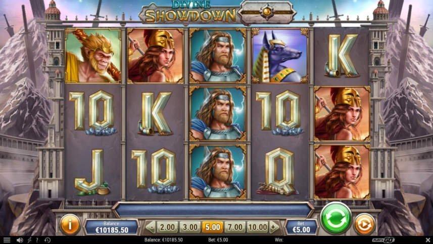 Skärmdump från casinospelet Divine Showdown. På bilden ser vi spelets olika symboler i form av gudar och gudomliga djur. Vi ser även symboler i form av bokstäver och siffror. I bakgrunden ser vi berg med nedstuckna svärd och vita torn.