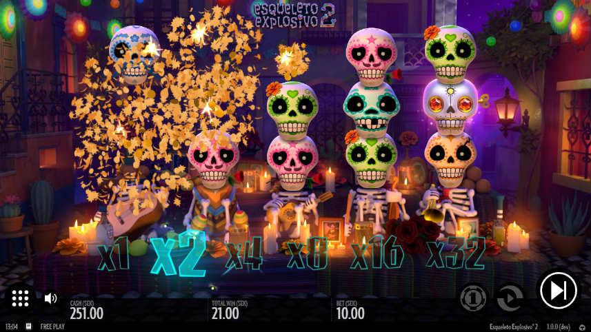 Här ser vi grundspelet i Esqueleto Explosivo. Spelytan består av staplade dödskallar med multiplikatorer under varje rad.