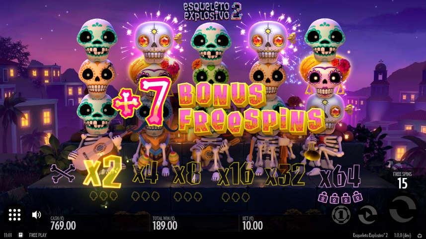 På bilden har 7 bonus freespins aktiverats i Esqueleto Explosivo 2