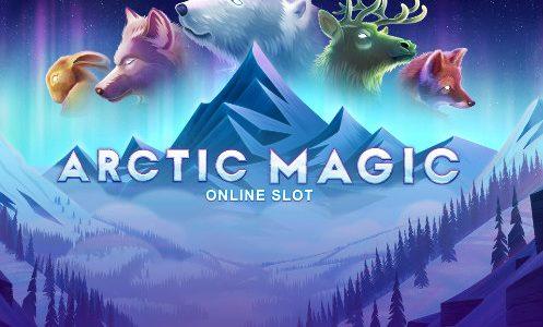 """Logotyp från casinospelet Arctic magic. Vi ser berg, texten """"Arctic Magic"""", en hare, en varg, en isbjörn, en ren och en varg."""