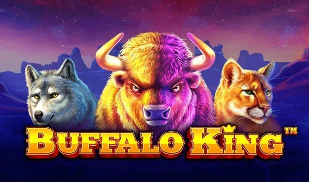 Grafik från casinospelet Buffalo King. Vi ser en varg, en buffel och ett bergslejon intill varandra. Under dem står spelets namn i gula bokstäver. I bakgrunden ser vi en bergskedja och en stjärnklar natthimmel.