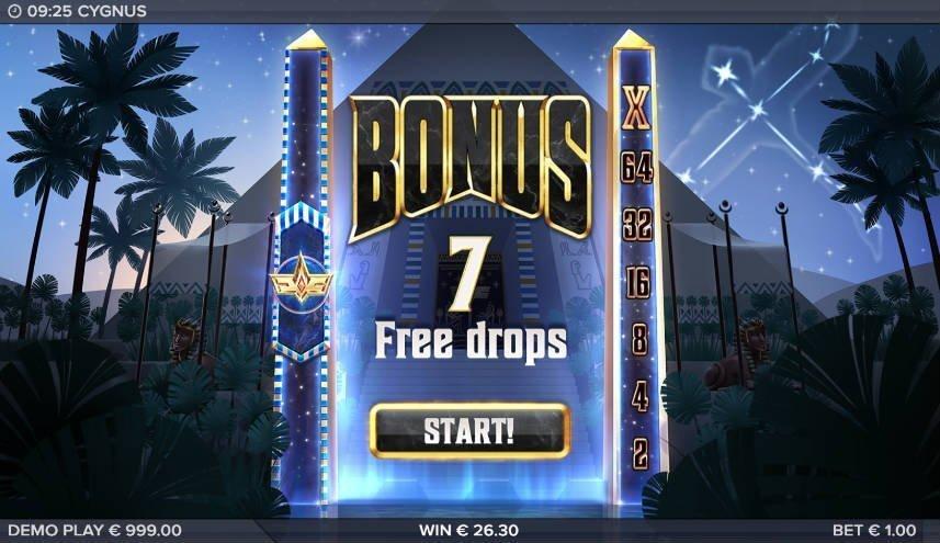 """Freespins i casinospelet Cygnus. Vi ser texten """"Bonus 7 Free drops, Start!"""" Vi ser samma pyramid som i tidigare bilder i bakgrunden."""
