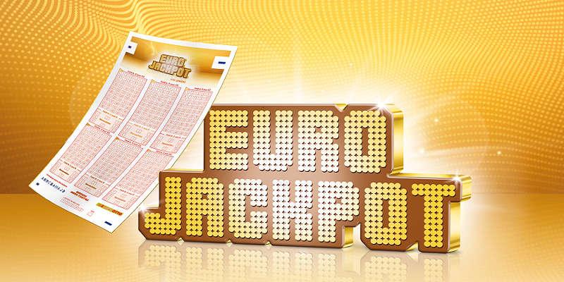 Reklambild för Euro Jackpot. På bilden ser vi en kupong lutad mot texten Euro Jackpot. Både texten och bakgrunden är guldfärgade.