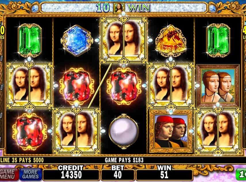 Skärmbild på DaVinci Diamonds. Här ser vi fem Mona Lisa-symboler på spelytan. Resterande symboler består av juveler och renässansmänniskor, Under syns kontrollytan med spelmeny, saldo, insats, vinst och startknapp.