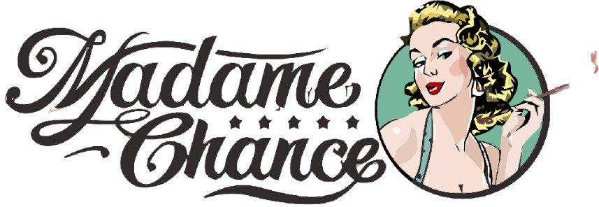 Bilden visar Madame Chance logotyp. Texten Madame Chance står till vänster, till höger är en bild på en Marilyn Monroe-liknande pinuppa som röker en cigarett.