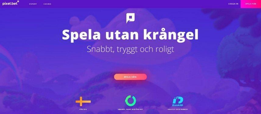 """Bilden visar Pixel.bets startsida. Överst ser vi menyn med sidas innehåll och inloggningsalternativ. Centrerat ser vi texten: """"Spela utan krångel, Snabbt, tryggt och Roligt"""". Under texten finns en röd/orange knapp med texten """"Spela här!"""". Nedanför detta syns tre ikoner, en svensk flagga, en halvfull cirkel och BankID:s logotyp."""