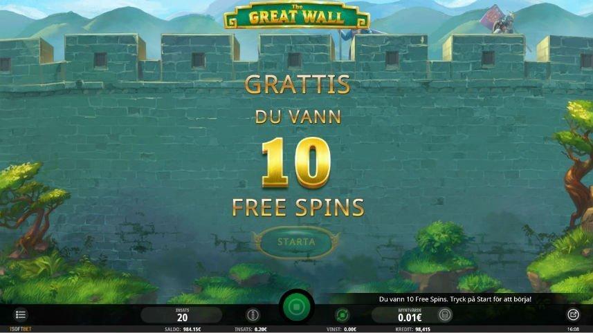 """På bilden ser vi hur frispelsläget aktiverats i The Great Wall. I bakgrunden syns kinesiska muren. Centrerat i bilden står det """"Grattis du vann 10 free spins""""."""