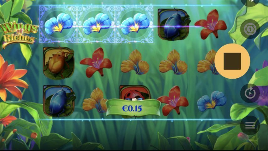 Casinospelet Wings of Riches från NetEnt, på bilden ser vi spelytan med olika blommor och insekter som symboler. I bakgrunden syns gräs och växter.